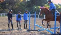 騎乗試験に向けて、1年生の障害飛越練習です!