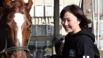 本校卒業生の浦和競馬 中島良美騎手 が近況報告を兼ねて遊びに来てくれました!