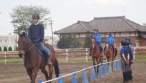 新入生の騎乗訓練がついにスタート!