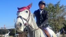 白毛と芦毛の若馬2頭で馬術競技会に出場してきました!